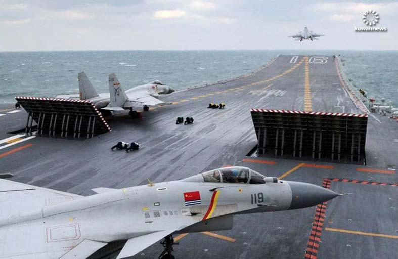 مقاتلات صينية تستكمل هبوطا على حاملة
