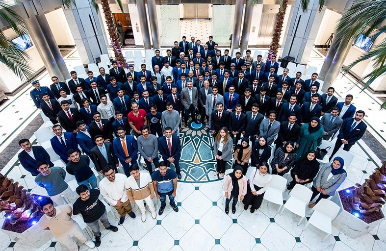 عبدالله بن زايد يلتقي طلبة الإمارات الدارسين في الولايات المتحدة