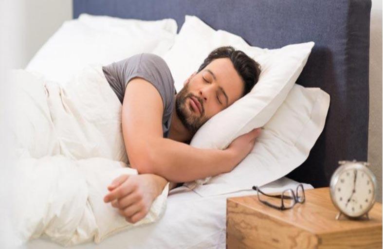 هل يمكن تعويض ساعات النوم الضرورية في الإجازة؟