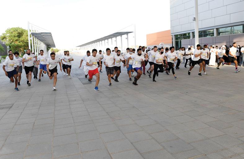وحدة الأنشطة الرياضية بالحياة الجامعية بجامعة الامارات تنظم سباق جري لأسرة الجامعة