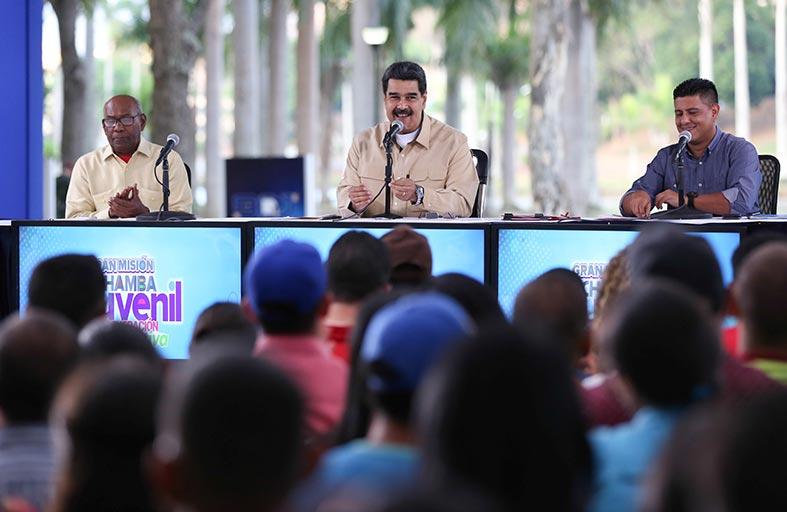 مادورو يتهم مدير الاستخبارات بتنسيق الانتفاضة الفاشلة