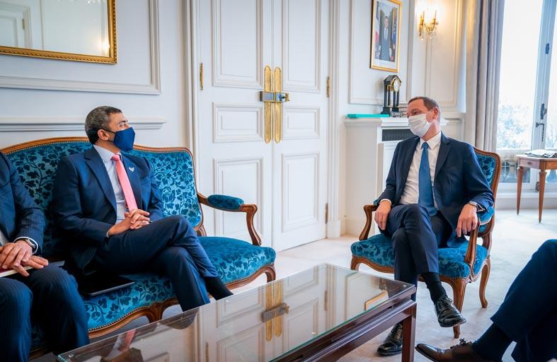 عبدالله بن زايد يلتقي المستشار الدبلوماسي لرئيس فرنسا في باريس