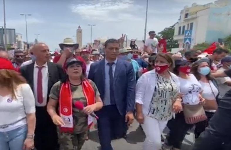 غليان في تونس.. هل يؤدي لسقوط الإخوان؟