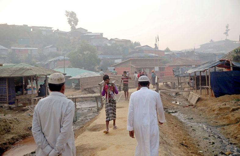 أول وفاة بكورونا في مخيمات اللاجئين الروهينغا