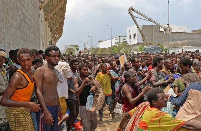 انتشال 25 جثة تعود لمهاجرين قبالة اليمن بعد غرق قارب