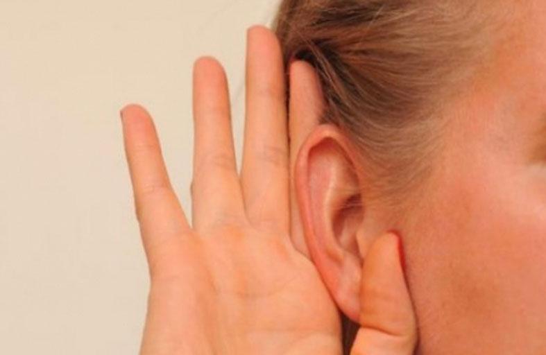 عدسات لاصقة لحل مشكلات السمع