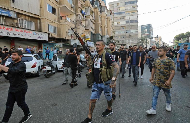 «واشنطن بوست»: لبنان ينزلق نحو صراع أهلي وطائفي