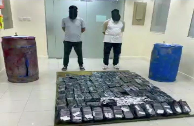 شرطة أبوظبي تضبط 3 آسيويين بحوزتهم 380 كيلوجرام مواد مخدرة