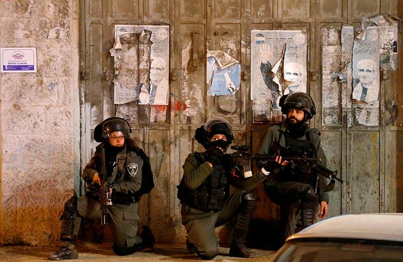 الاحتلال يزعم اعتقال فلسطيني نفذ عمليات بالضفة