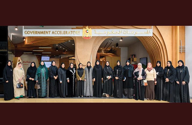 شما بنت محمد آل نهيان تزور المؤسسات الحكومية بأبراج الإمارات بدبي