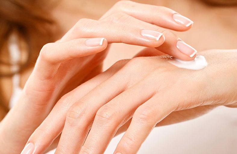 10 طرق منزلية لتبييض اليدين والقدمين