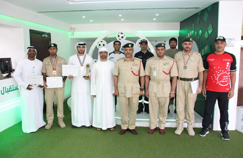 تتويج الفائزين في بطولة الرماية الأولمبية للضباط بشرطة دبي