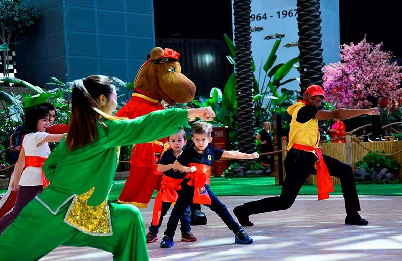 احتفالات السنة الصينية الجديدة تُبهر زوار عالم فيراري أبوظبي