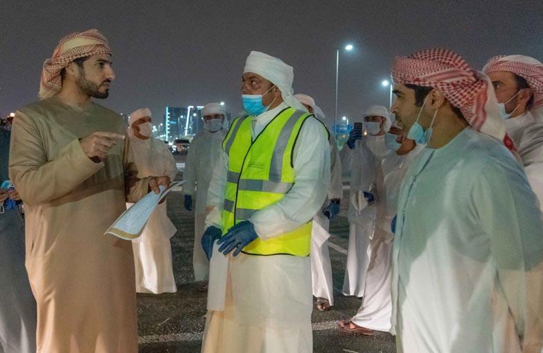 بلدية عجمان تنفذ عملية تعقيم في مختلف مناطق الإمارة