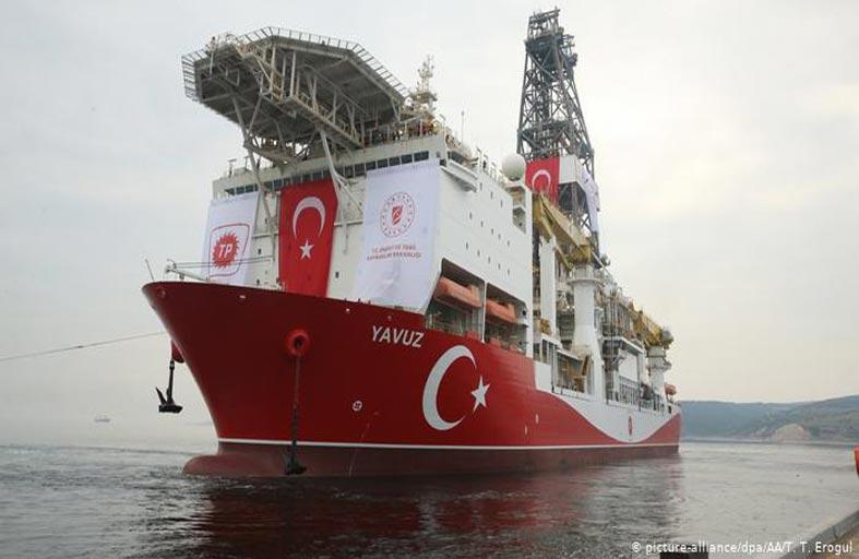 تركيا تخلط الأوراق في ليبيا... وحزب الله يدفع لبنان إلى الهاوية