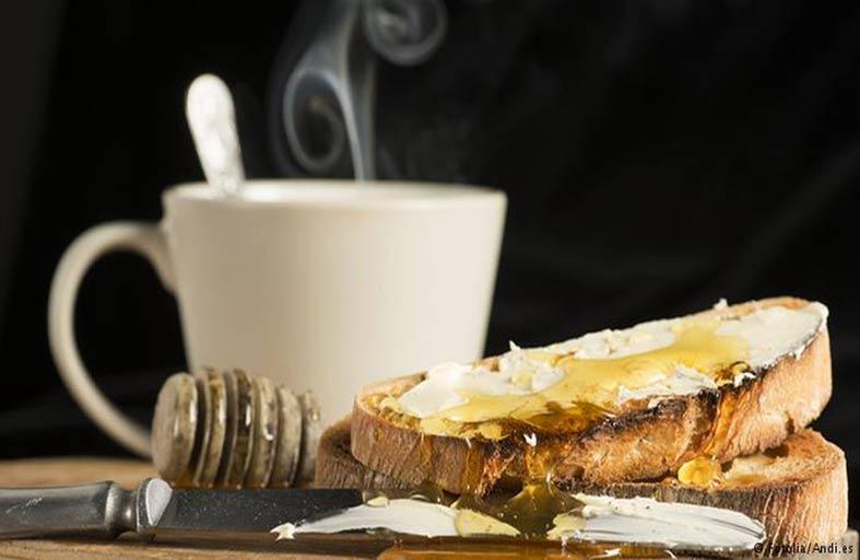 مزيج العسل بالقهوة.. بديل طبيعي لعلاج السعال المُعدي