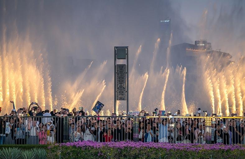 نافورة دبي تتراقص على أنغام أغنية «Power» الكورية لأول مرّة