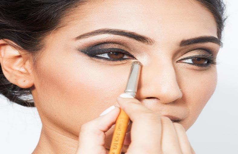 5 خطوات لتطبيق مكياج مناسب للعيون الناعسة