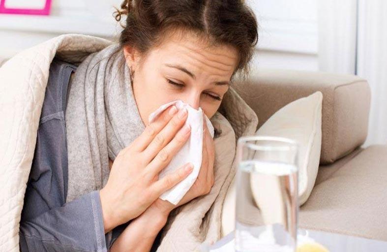 رغم تشابه الأعراض.. اختلاف جذري بين كورونا والإنفلونزا