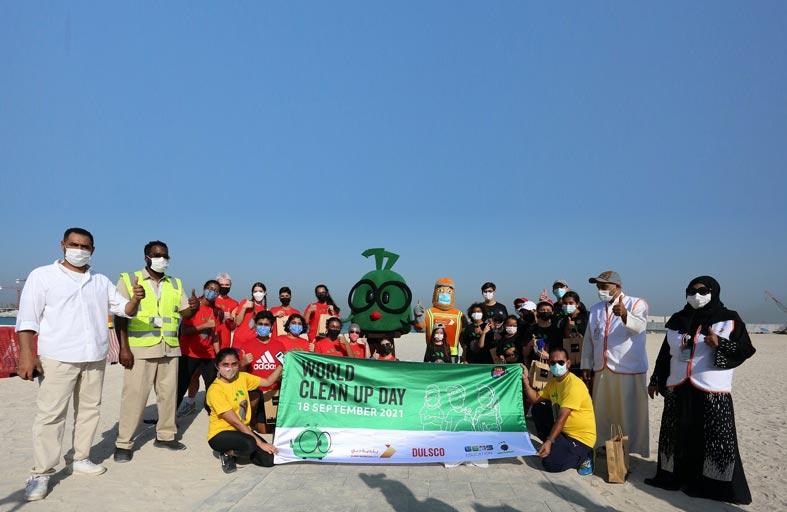 بلدية دبي ودلسكو وجيمس للتعليم ينظمون حملة نظافة للشواطئ