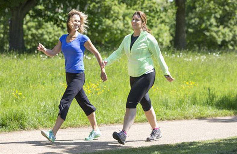 المشي يومياً يحميكِ  من هشاشة العظام