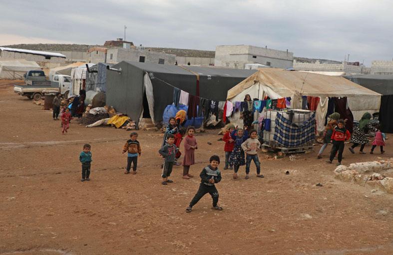 نازحون سوريون يحلمون بالأمان هرباً من المعارك