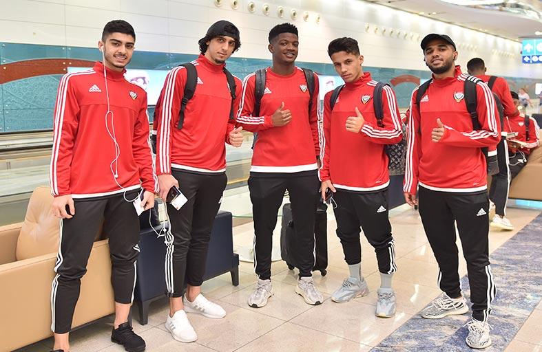 بعثة المنتخب الأولمبي تحط الرحال في الرياض لبدء حلم الوصول إلى طوكيو