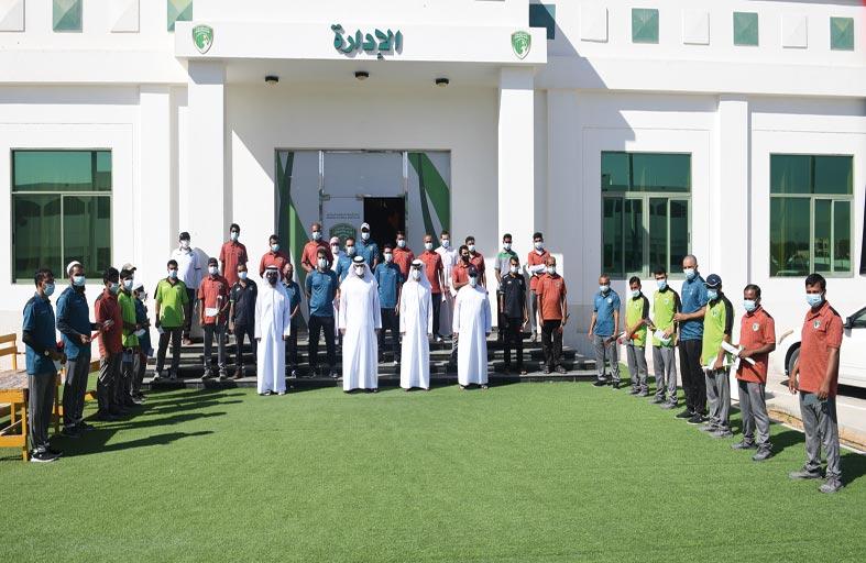 نادي الإمارات يكرم فئاته المساعدة بمناسبة اليوم الوطني 49
