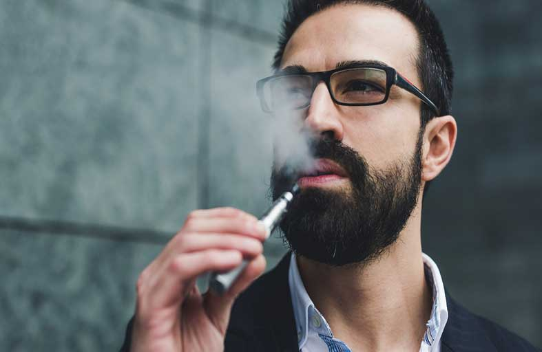 احترس.. نكهات السجائر الإلكترونية قد تكون قاتلة