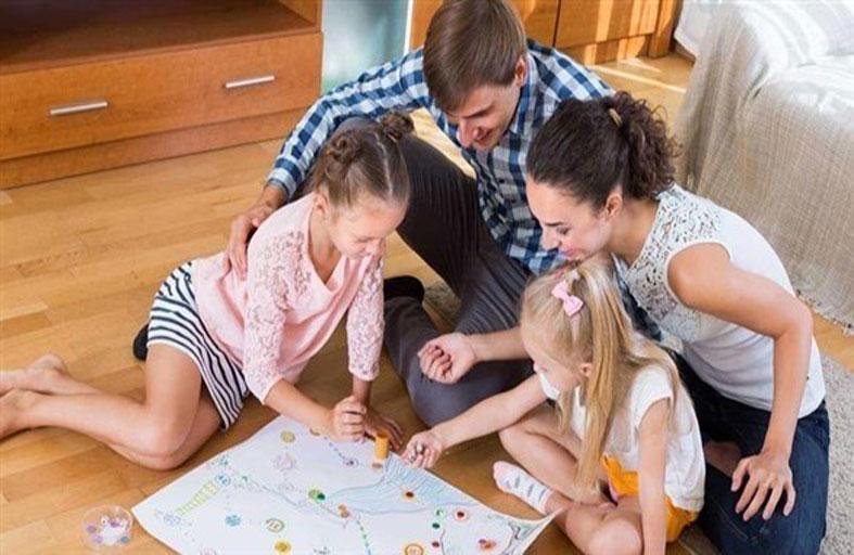 كيف يجب أن يتعامل الآباء مع رسومات أطفالهم؟