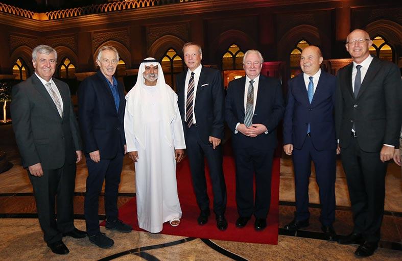 نهيان بن مبارك يحضر  حفل وداع هولجر بقصر الإمارات
