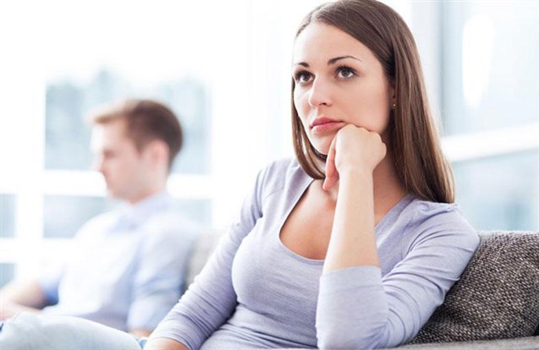 لماذا يتقلب مزاج النساء موسميا؟
