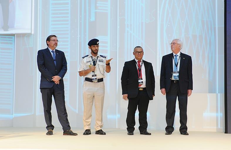 شرطة أبوظبي تعرض استراتيجيتها للذكاء الاصطناعي أمام المؤتمر العالمي للتميز المؤسسي