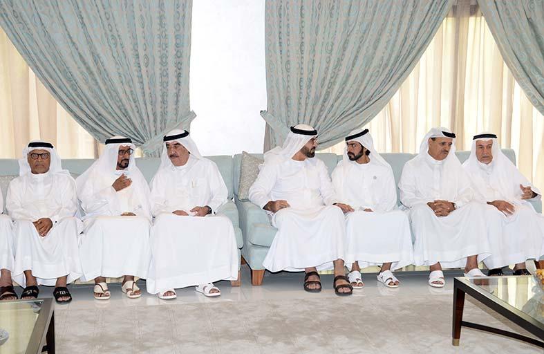 حاكم أم القيوين يعزي في وفاة موزة بنت علي الوري