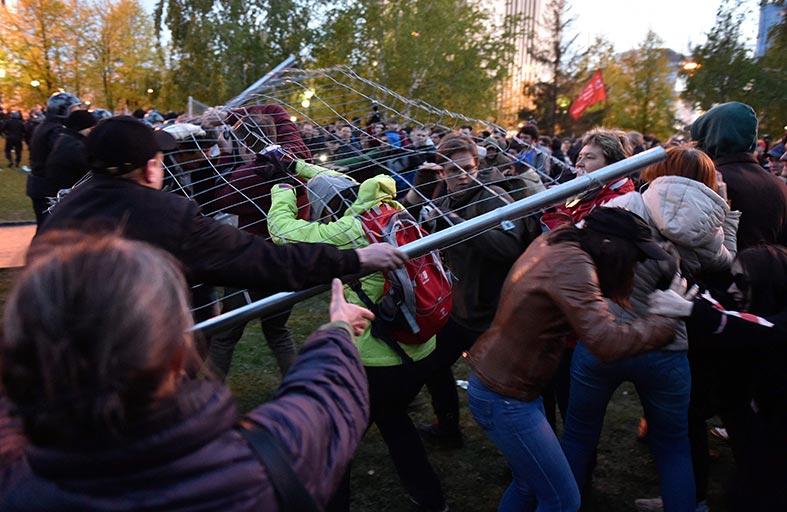 مواجهات خلال احتجاجات ضد بناء كاتدرائية في روسيا