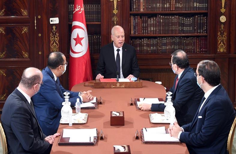 الرئيس التونسي يلمّح إلى التخطيط لاغتياله...!
