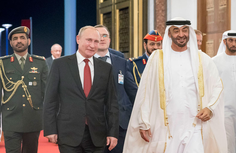 محمد بن زايد في مقدمة مودعي الرئيس الروسي في ختام زيارته للدولة
