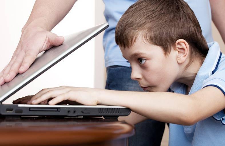 علامات تنذر بإدمان طفلك الكمبيوتر