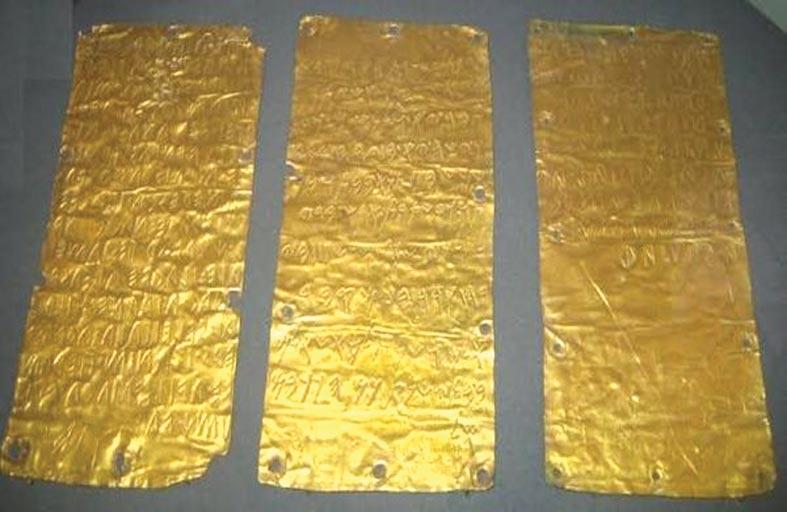 كتاب الأتروسكانى الذهبي..  أقدم  كتاب متعدد الصفحات