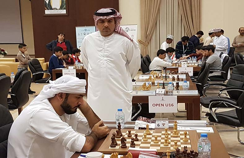 80 لاعبا ولاعبة يدشنون المراحل السنية للشطرنج
