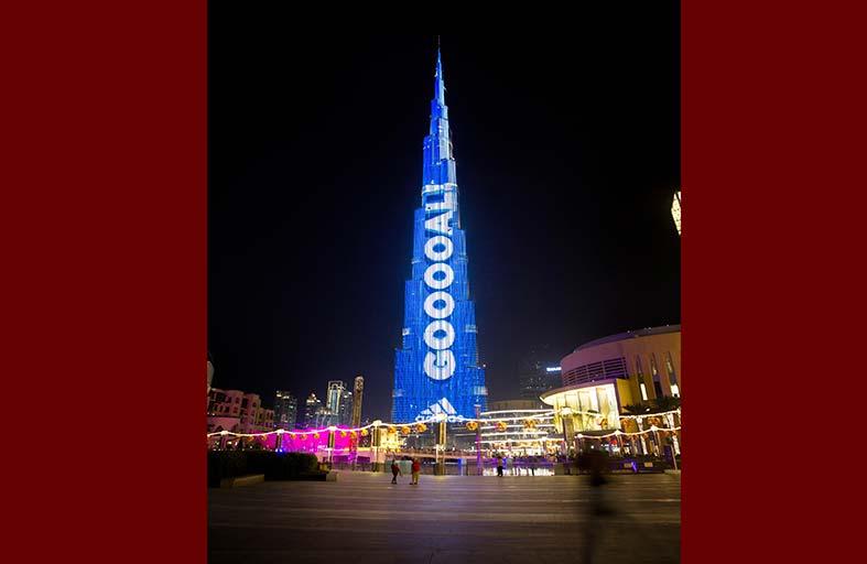 أعلى لوحة لنتائج مباريات كرة القدم على واجهة «برج خليفة»