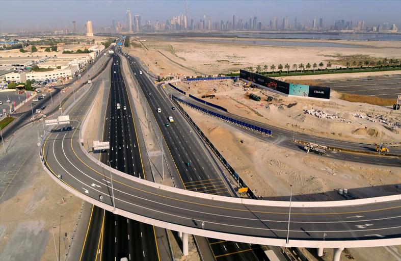 طرق دبي تفتتح الجسر المؤدي للمدخل الغربي لـخور دبي بطول 740 مترا