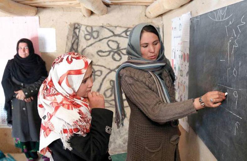 طالبان تسمح للفتيات بالعودة إلى المدارس