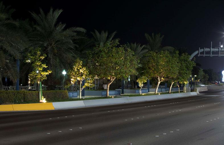 بلدية مدينة أبوظبي ترتقي بالمظهر الجمالي لكورنيش أبوظبي بـ 652 كشافاً ضوئياً