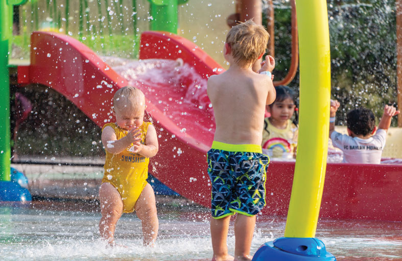 استمتع بموسم صيفي مليء بالمرح في واجهة المجاز المائية مع العائلة والأصدقاء