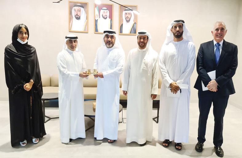 منتزه العلوم والابتكار في جامعة الإمارات يبحث  التعاون مع مجمع الشارقة   للبحوث والتكنولوجيا والابتكار