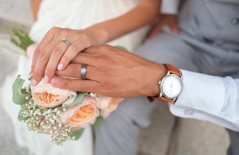 تمنع عائلتها من حضور زفافها بسبب كلب