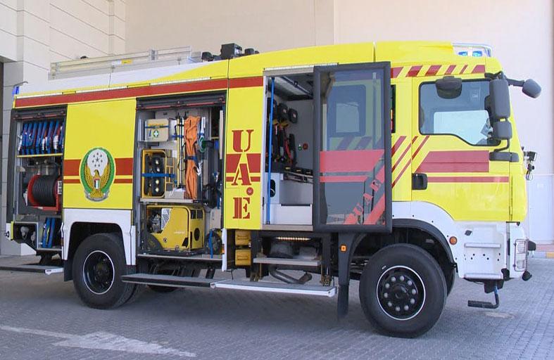 دفاع مدني أبوظبي يدشن أول سيارة إطفاء مزودة بالأوكسجين الطبي