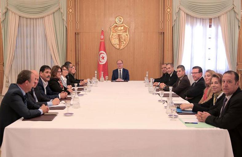 تونس: وزراء في الحكومة يحملون جنسيات أجنبية...!