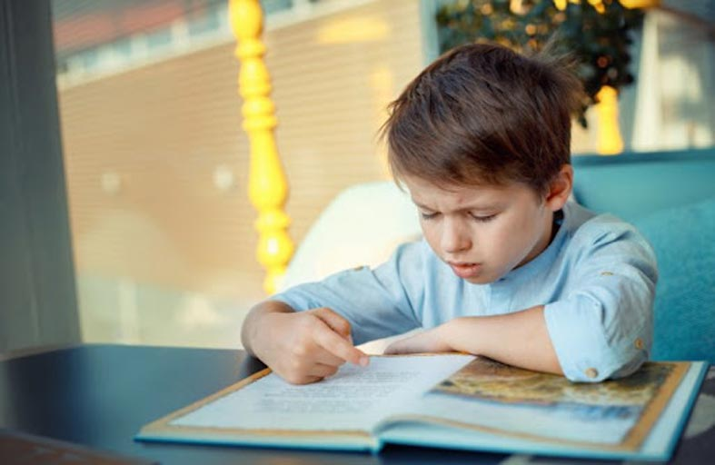 حيلة لمساعدة الأطفال المصابين بعُسر القراءة